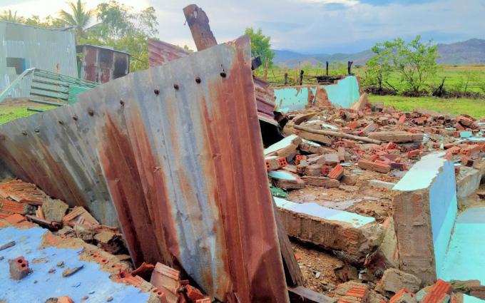 Ninh Thuận: Mưa dông, lốc xoáy đầu mùa khiến nhiều nhà dân bị tốc mái, đổ sụp