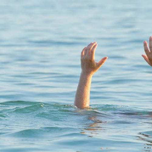 Hai học sinh lớp 4 rủ nhau đi tắm ao bị đuối nước