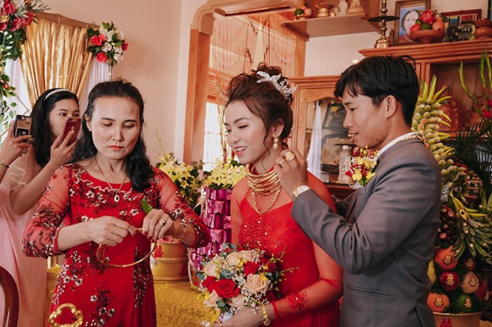 Cô dâu Ninh Thuận nhận hồi môn 'sương sương' 5 tỷ và 14 cây vàng