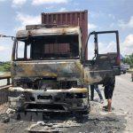 Ninh Thuận: Xe chở hàng cháy rụi, Quốc lộ 1A ách tắc nhiều giờ